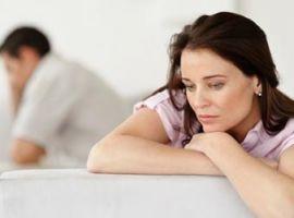 Hỏi: Tôi 48 tuổi, bị khô âm đạo nên rất sợ chuyện gần gũi vợ chồng, tôi phải làm sao?